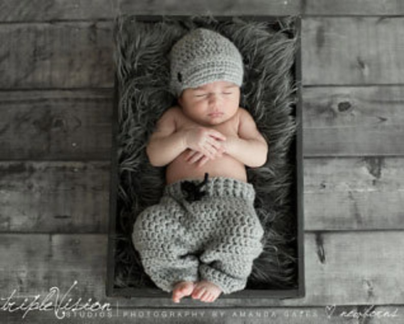 Newborn Newsboy Hat and Pants in Gray With Button Photo Prop image 0