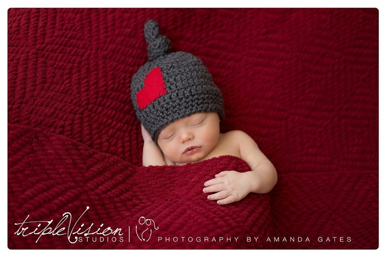 Newborn Gray Sleeping knot Stocking Cap With Red  Heart Photo image 0