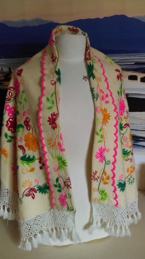 Vintage 1970s Embroidered Mexican Wedding Cape | E