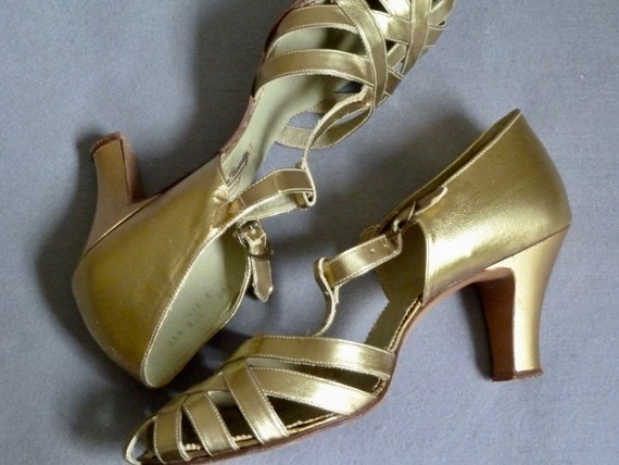 1930s Vintage Pale Gold T-Bar Evening Shoes | Danc