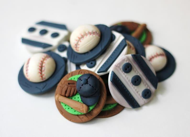 Fondant baseball cupcake toppers. Sports fondant toppers ...