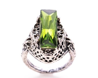 Silver Tone and Emerald Glass Art Deco Inspired Fashion Ring Size 7.5