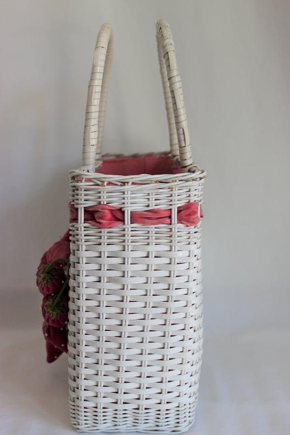 Vintage White Wicker Purse Handbag with Strawberr… - image 5
