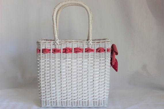 Vintage White Wicker Purse Handbag with Strawberr… - image 4