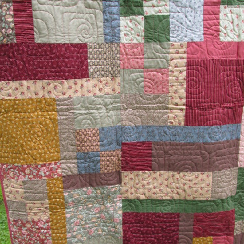 VICTORIAN Raspberry Patch TWIN Size QUILT Blanket Lap Comforter