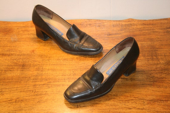 Size 6.5,CLUELESS CHUNKY HEELS,womens shoes 6.5,le
