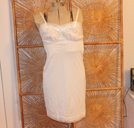 LACE VINTAGE NIGHTGOWN,nightgown vintage,nightgown