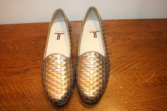 Size 9.5,HIPSTER LEATHER FLATS,hippie flats,gold l