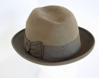 a3c4ad2ef427b Vintage Champ Felt Fedora Hat Unisex Brown Felt Kasmir Finish Wide  Grosgrain Ribbon Bow Accent Size Small 6 3 4 1950 s    Vintage Hat