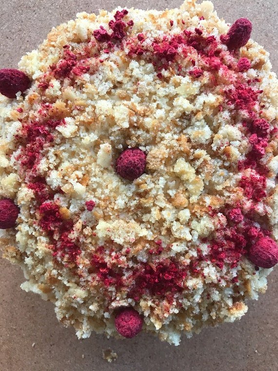 "Vegan Vanilla Raspberry Crumble birthday cake 8"" !"