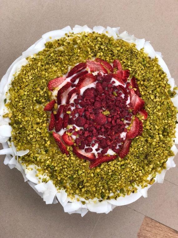 "Vegan Vanilla pistachio strawberry   Cake  8"""