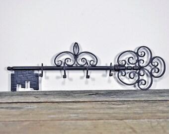Spanish iron skeleton key shapes key rack