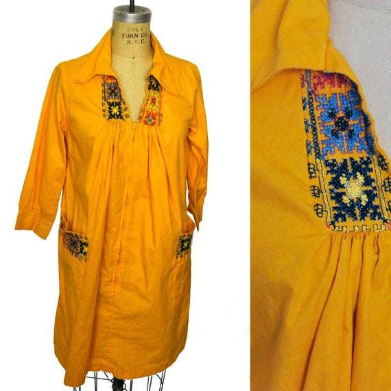 Vintage Yellow 70s Embroidered V-Neck Comfortable