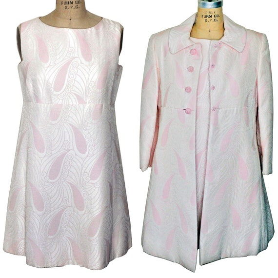 Vintage 1960s Mini Mod Pink White Paisley Dress wi