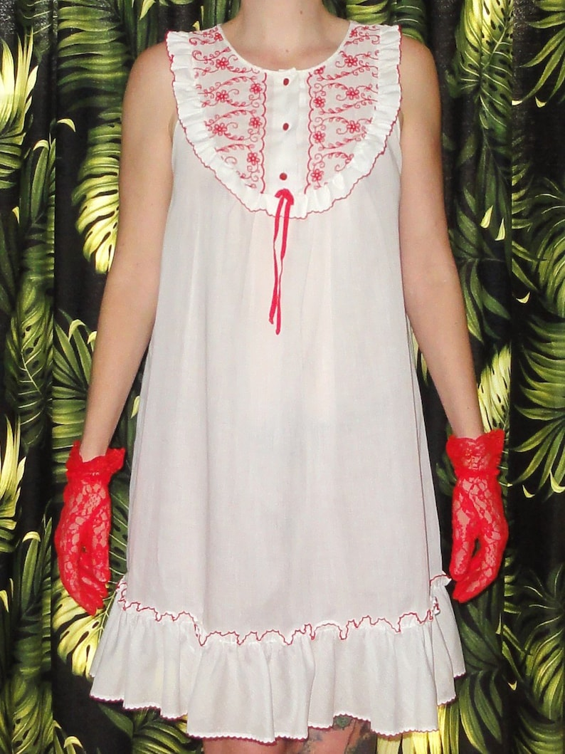 0d95bd0de3b Vintage White Miss Elaine Babydoll Nightgown M red embroidery