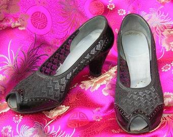 """Nostalgic Vintage 50's Black Pumps. Art Deco Peep Hole Heels. Chevron Lace & Leather. Oxford style Trim.  2 1/2"""" Heel. Classic Shoe. size 7"""