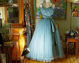95879dd08ae Heavenly Vintage 50s Sea Blue Tulle Cupcake Gown. Fairytale Ocean Goddess  Glamour. Romantic Wedding Party. Make an Entrance Prom Dress. sz 2