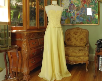 3a2fa28699f Vintage Jessica McClintocK Bustier Gown. Pale Poppy Yellow Taffeta. Subtle  Embroidery   Sequin Bodice. Elegant Chic Minimalist Style. size 5