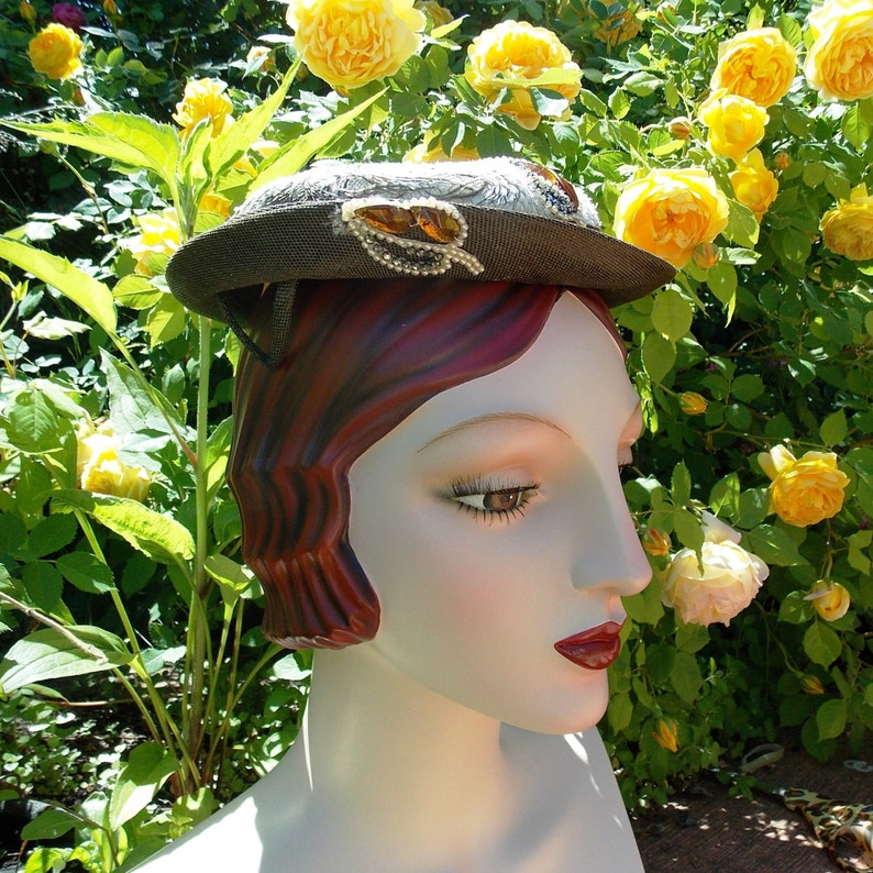 Vintage 50's Brown Straw Boater Hat . Ostrich Feather image 0