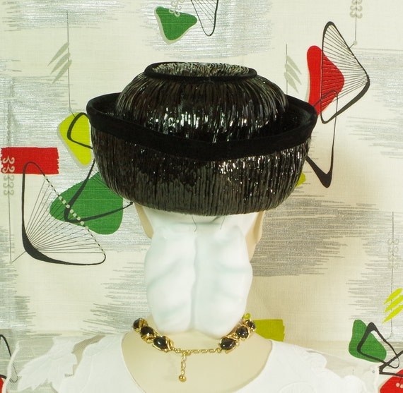 9ac30bf86130c Sassy Mod 60 s Hat . Vintage . Lacquered Black Straw .