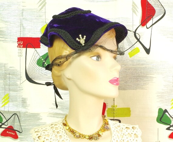 Purple Velvet Pixie Vintage 40's Hat. Lampshade N… - image 2