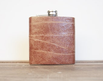 Engraved leather flask custom hip flask tan boyfriend flask rustic leather hip flask groomsmen flask best man engraved flask gift for him