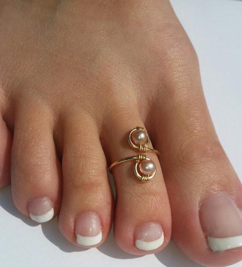 Genuine 14K Gold and Mauve Peach Pearl Elegant Toe Ring