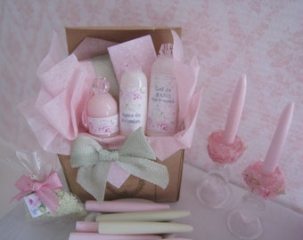DOLLHOUSE LOTION TOILETRY. Gift Box. One inch scale Toiletry