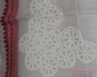 SALE 24.00 Vintage 50s Tammis Keefe linen hankie hanky pinks white wreath