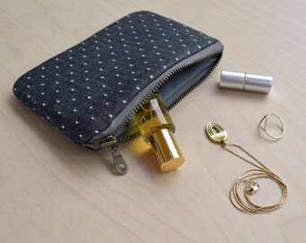 Small zipper pouch in Black Dot