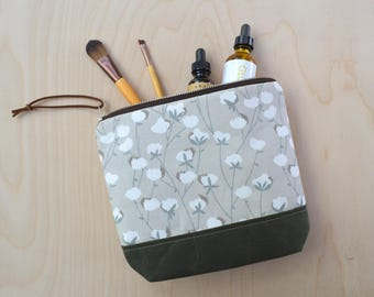 Cosmetic Bag in Cotton Flower with Waxed Canvas