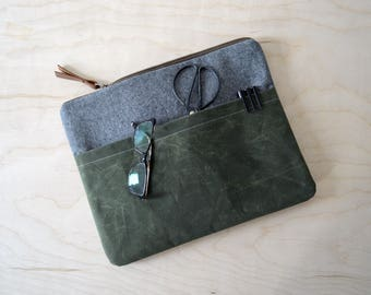 Laptop Sleeve with Zipper in Charcoal Linen