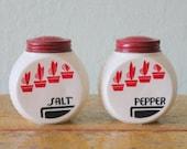 Hocking Vitrock Red Flower Pot Milkglass Fire-king Anchor Art Deco 1930s 1940w Salt and Pepper Range Shakers
