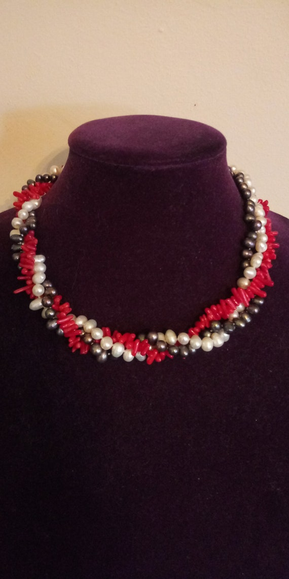 Gorgeous Coral Pearl Choker Necklace