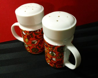 Vintage Retro Mod Floral Pattern Handled Ceramic Salt & Pepper Shaker Set