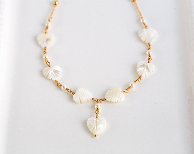 1e274bf3bbc3 Collar de madreperla Collar de hojas Collar MOP Collar de oro