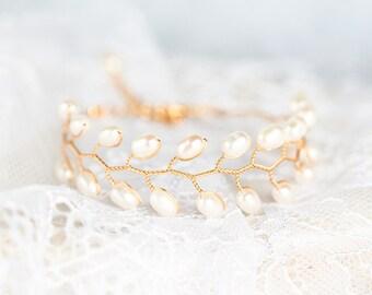 692 Gold pearl bracelet, Bridal pearl bracelet, Gold bracelet, Pearl wedding bracelet, Bracelet for bride Wedding jewelry Bridal accessories