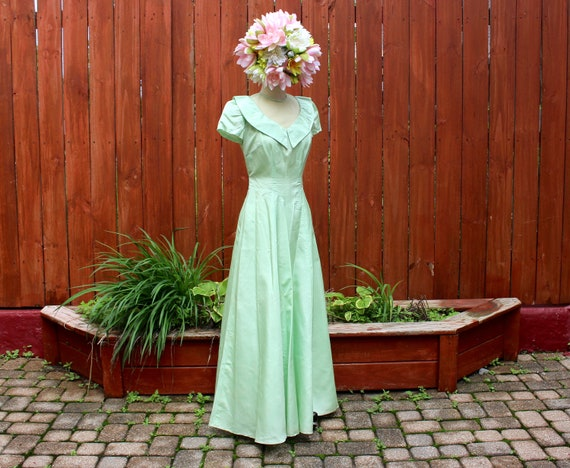 Vintage 1940s Mint Green Taffeta Gown - Illusion N