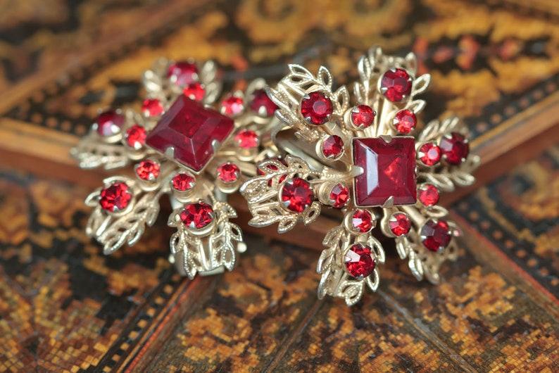 Vintage Red Rhinestone Jewelry Vintage Bridesmaid Vintage Rhinestone Earrings Red Sparkly Earrings Red Flower Vintage Clip On Earrings