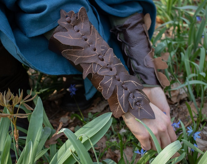 Woodland Leaf Bracers, Elven Soft Leather Arm Guards, Elf Fairy Pixie Fae Cuffs - Pair /F/ (AB)