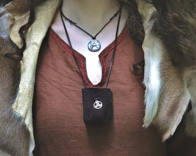 Leather Neck Pouch, Small Drawstring Rune, Dice,  Charm Pouch, Necklace Bags - /F/ (AB)