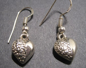 VINTAGE GOLD PLATED FANCY RAISED HEART DANGLE EARRINGS  4047 2 PIECES PAIR