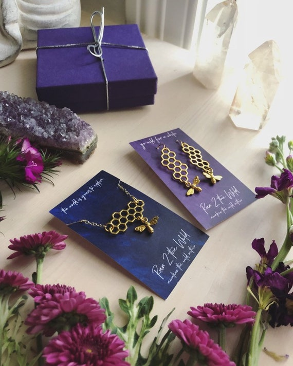 QUEEN BEE Necklace and Earring Gift Set