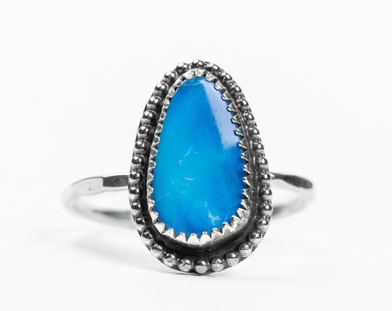 SIZE 8 Blue Boulder Opal Gemstone Ring in Sterling Silver // Bright blue boho bohemian gemstone solitaire ring with beaded border