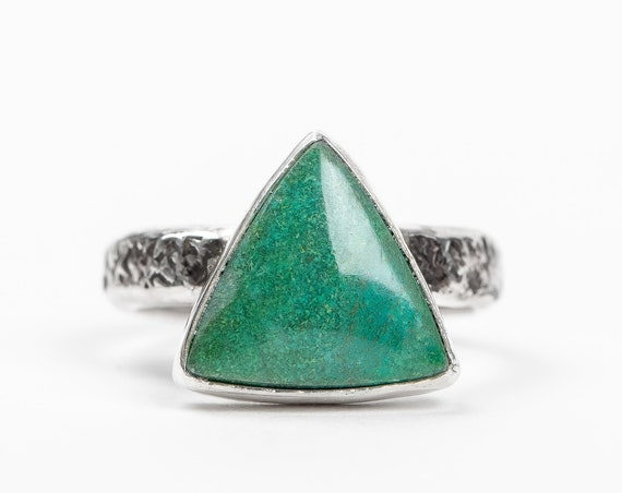 SIZE 8 Aqua Blue Green Chrysocolla Gemstone Ring in Sterling Silver // Big teal green triangle boho bohemian solitaire cocktail ring