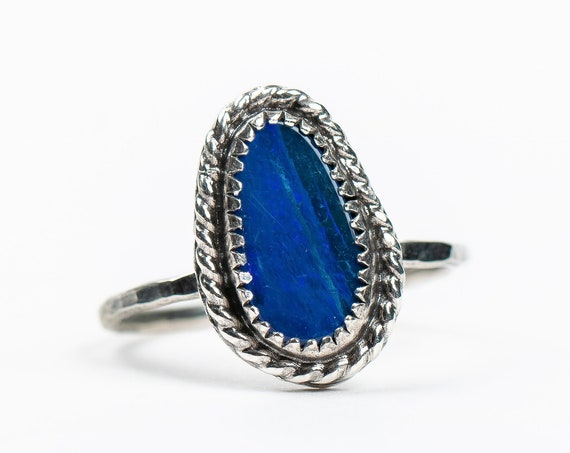 SIZE 8.5 Boulder Opal Gemstone Ring in Sterling Silver with Twisted Border // Small dark royal blue oxidized boho bohemian solitaire ring