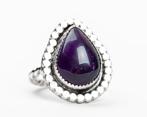 SIZE 8 Dark Purple Amethyst Gemstone Ring in Sterling Silver // Big large deep purple February birthstone cocktail ring with beaded border