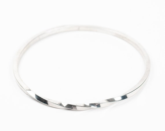 Twisted Bangle Bracelet // Thin Sterling Silver bangle bracelet with twist detail // simple classic minimal stackable stacking bangle