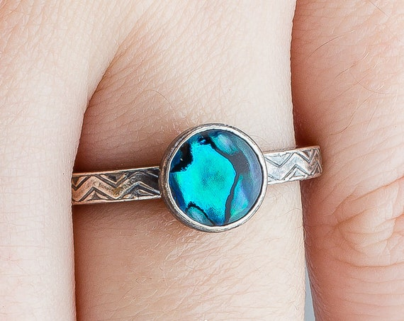 Blue Paua Abalone Shell Solitaire Ring // Single teal blue sterling silver chevron zig zag gemstone solitaire ring band