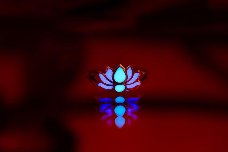 Lotus Toe Ring / Glow in the Dark / Sterling Silver 925 / Purple